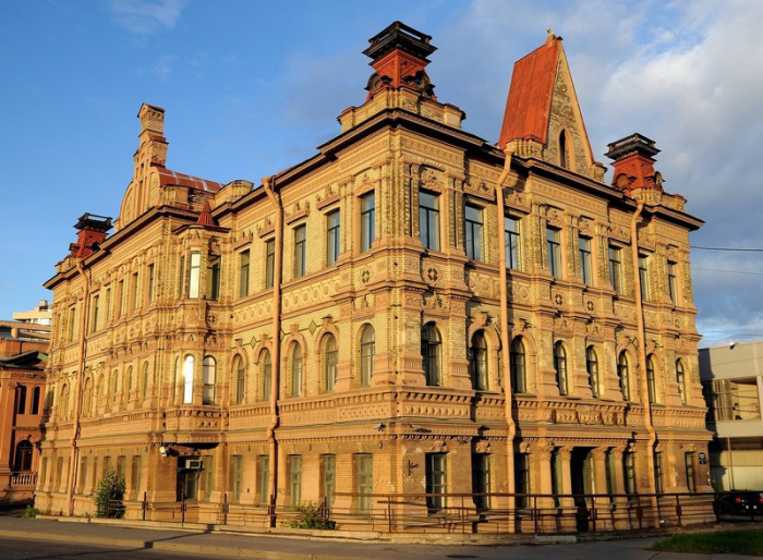 Здание конторы лесопильного предприятия Колобовых. /Фото:palborum.livejournal.com