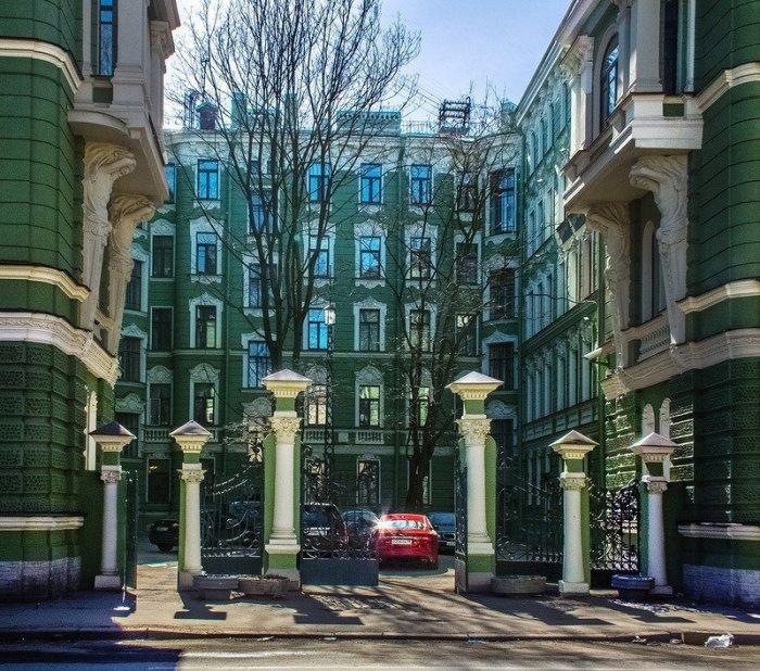 Парадные ворота. /Фото:citywalls.ru