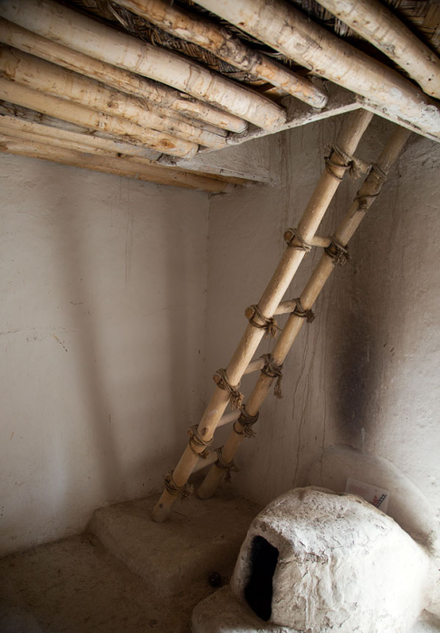 По такой лестнице жители спускались в свой дом. /Фото:marmara-calypso.livejournal.com