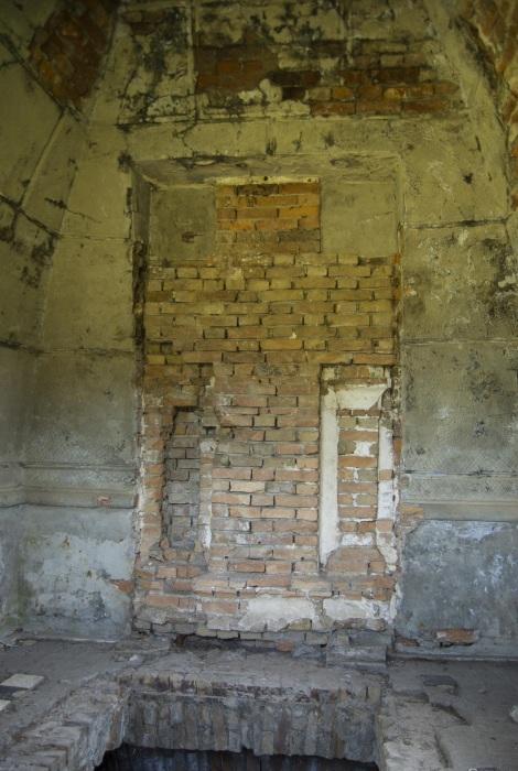 Так пирамида теперь выглядит внутри. /Фото:otzovik.com