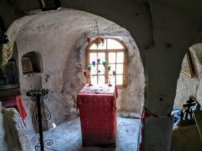 Внутри Храма Трех Всадников. /Фото:yandex.ru