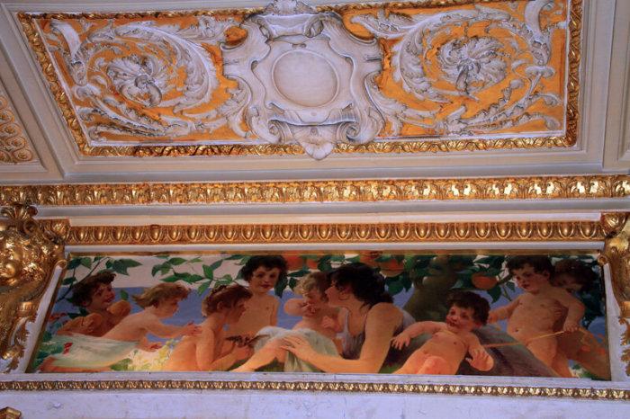 Внутри здание выглядит очень помпезно. /Фото:bdb-2000.livejournal.com