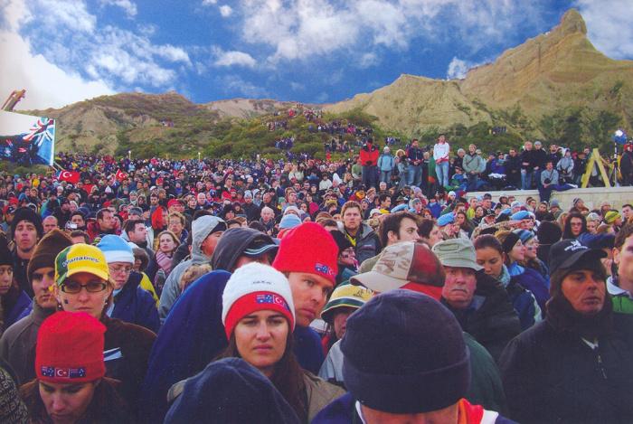 Ежегодно на Галлиполи приезжают австралийцы, британцы, новозеландцы, чтобы вместе с местным населением вспомнить Вторую Мировую и те страшные события. /Фото:marmara-calypso.livejournal.com