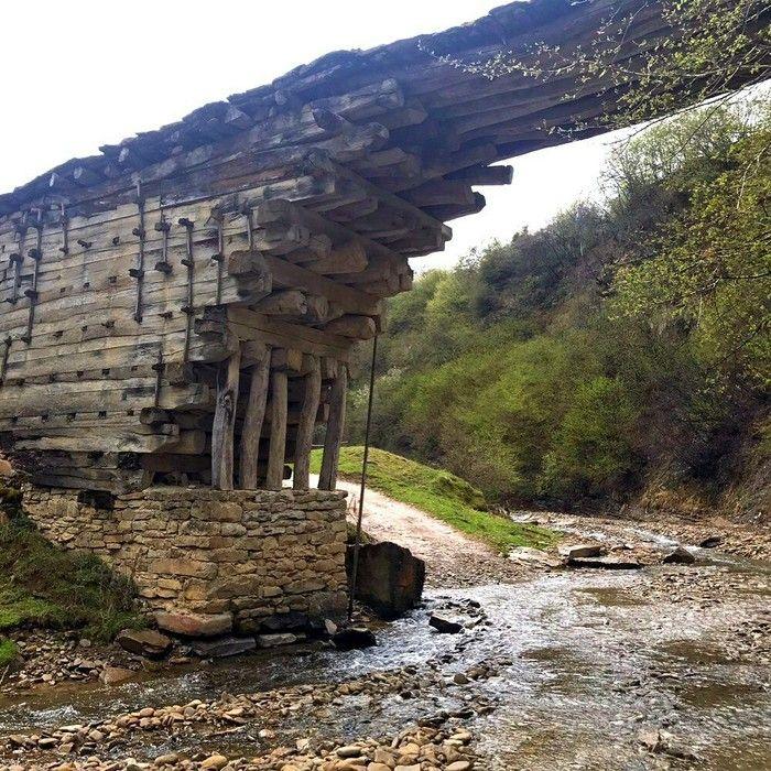 Высота моста – десять метров