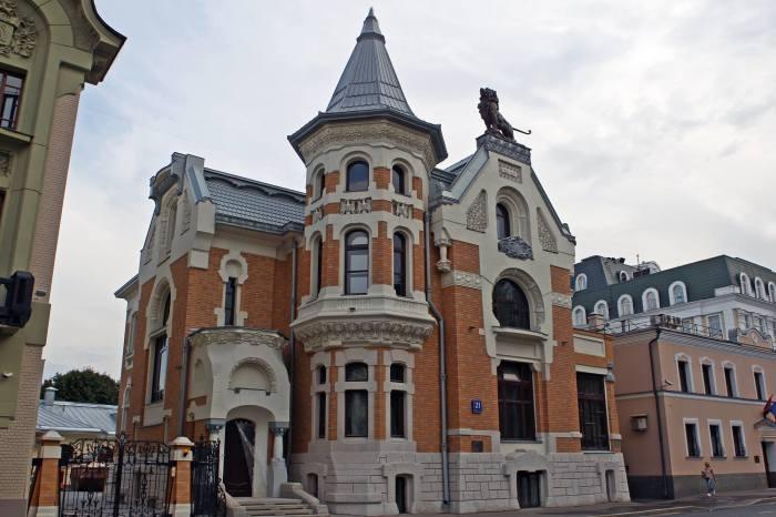 В этом доме могла бы жить Маргарита, однако он слишком шикарный. /Фото:moskva.kotoroy.net