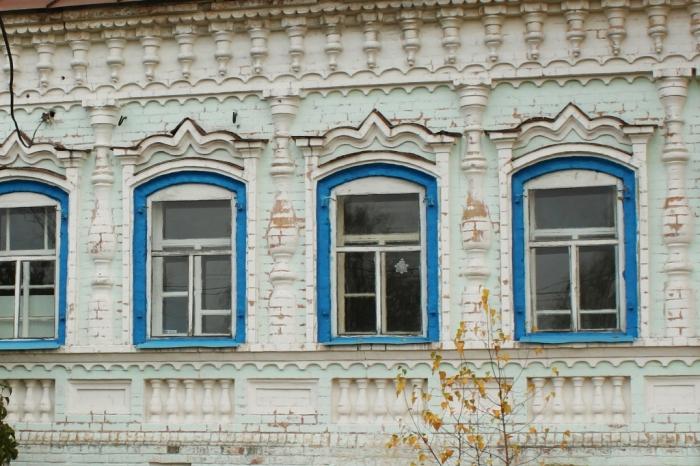 Интересный дореволюционный фасад. /Фото:hautiev-sh.livejournal.com