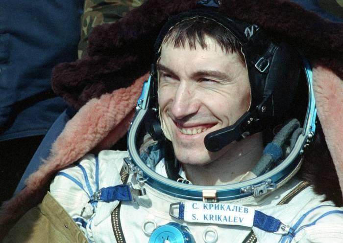 Несколько месяцев он находился в космосе, понимая неопределённость своей судьбы, но продолжал выполнять свой долг. 1992 год. /Фото: Альберт Пушкарев/ТАСС