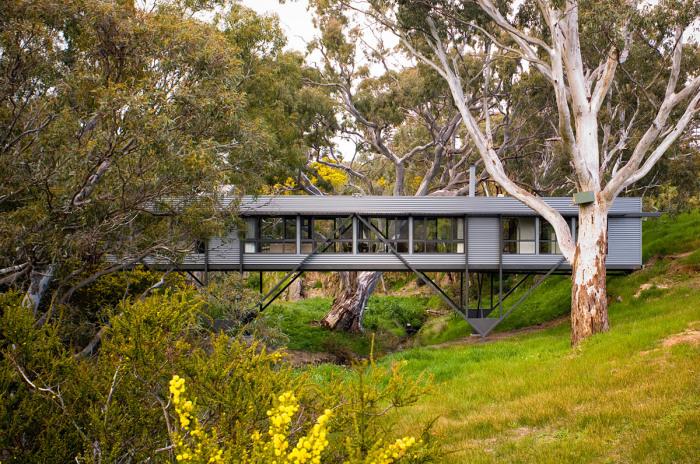 Дом-мост в Австралии ./Фото:archinect.com, Sam Noonan