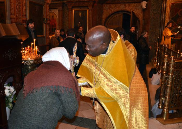Отец Филипп (Кения) после литургии в Сретенском монастыре во время приезда в Москву в 2011 году. /Фото:pravoslavie.ru