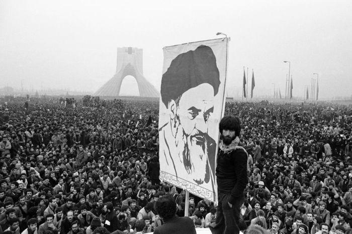 Революция в Иране произошла 40 лет назад, однако у ее лидера до сих пор осталось немало почитателей. /Фото:euronews.com