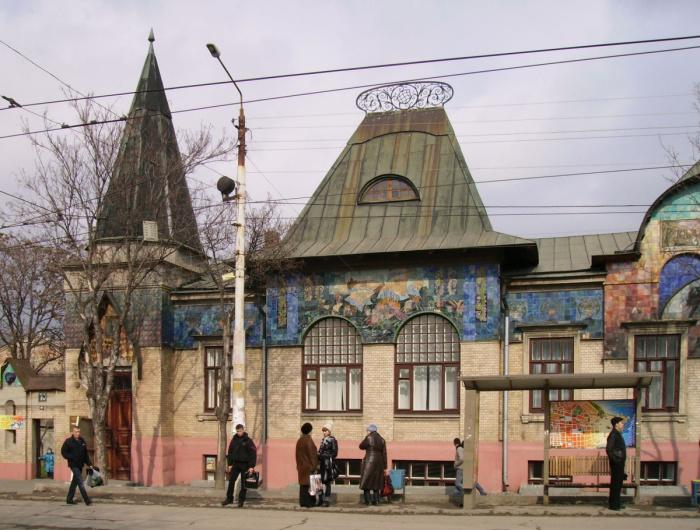 Абрамцевская майолика на здании в Таганроге. Особняк Шаронова. /Фото:artchive.ru