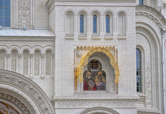Святые покровители храма. /Фото:Nina Karyuk, fotokto.ru