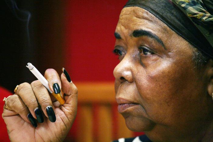 Она курила даже во время концертов. /Фото:celebri.com