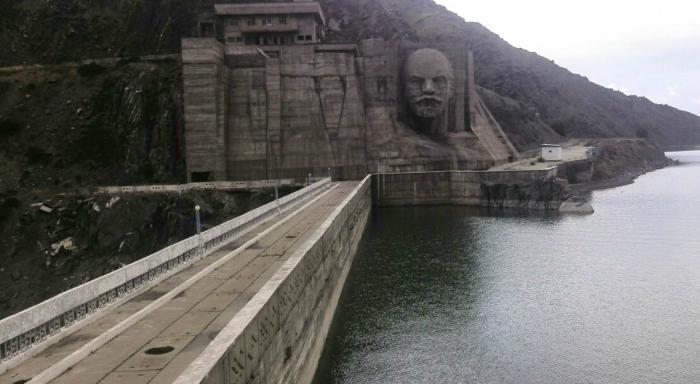Голова Ленина - тоже горельеф. Только огромный. /Фото:24.kg