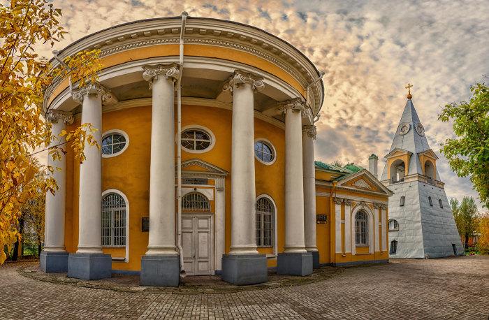 Здания в виде Пасхи и Кулича. /Фото:photosight.ru