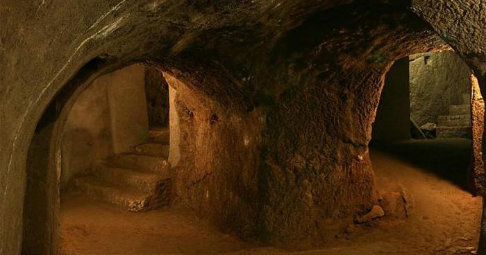 Почему в подземелье раздаются звуки органа, неизвестно, и это многих пугает. .Фото:singletour.cz