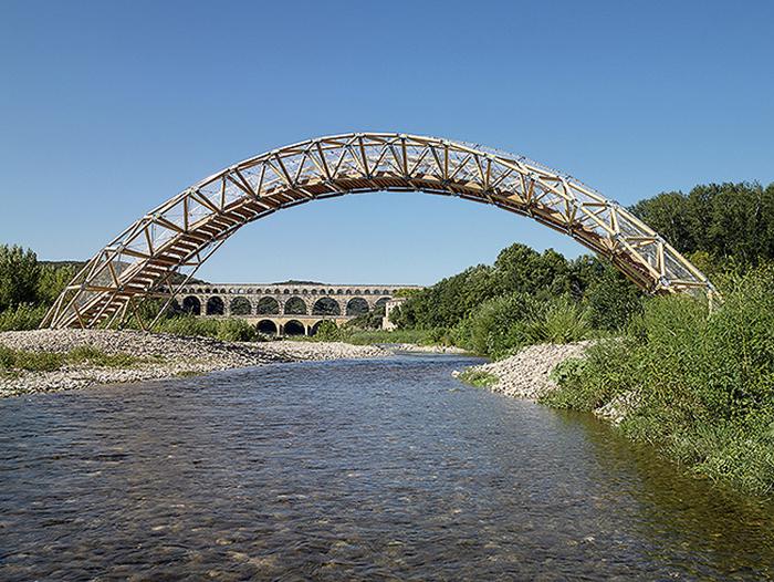 Бумажный мост во Франции. /interior.ru