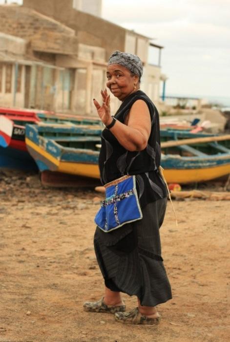 Дома она была типичной деревенской бабушкой в переднике. / Фото:dinfo.gr