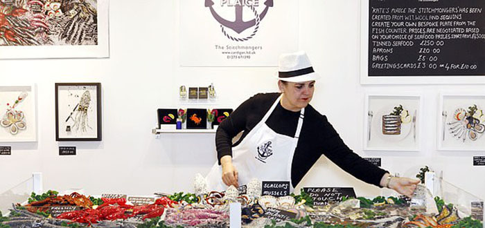 Ее тематические выставки пользуются огромной популярностью. /Фото:Caters news agency