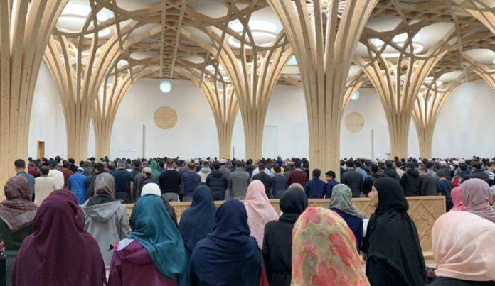 Женщины на богослужении в открывшейся мечети. /Фото:kazislam.kz
