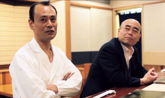 Сыновья Дзиро признают, что пока не могут превзойти своего отца. Кадры из документального фильма о Дзиро.