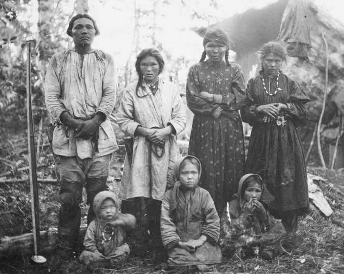Семья манси. Ретро-cнимок. Фото:vavav.ru