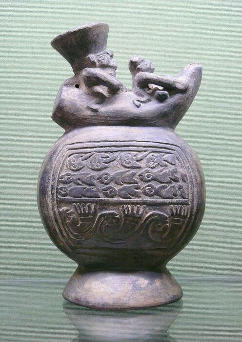Бутылка культуры Чиму . /Национальный музей керамики, Севр, Франция