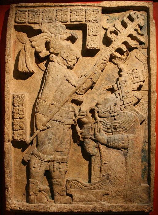 Древний рельеф майя, изображающий священный ритуал кровопускания, с участием королевы Кабель.