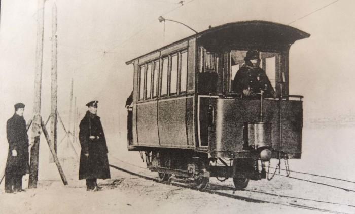 Ледовый трамвай. /Фото:meshok.net