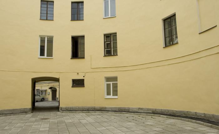 Маленький двор - это просто пустая площадка./Фото:spb-guide.ru