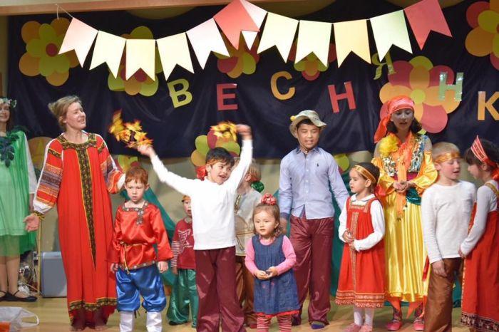 Фольклорный праздник в Токио для русских и японцев.