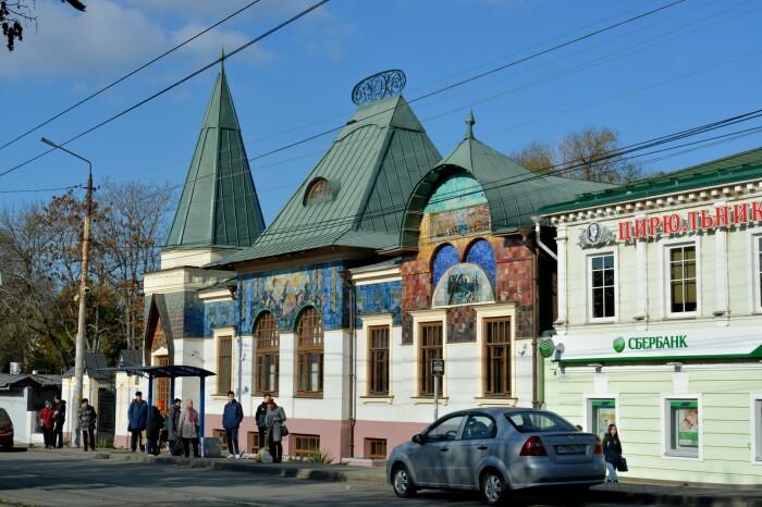 Дом считают копией Ярославского вокзала Москвы. И они действительно похожи. /Фото:Michailov-na.livejournal.com