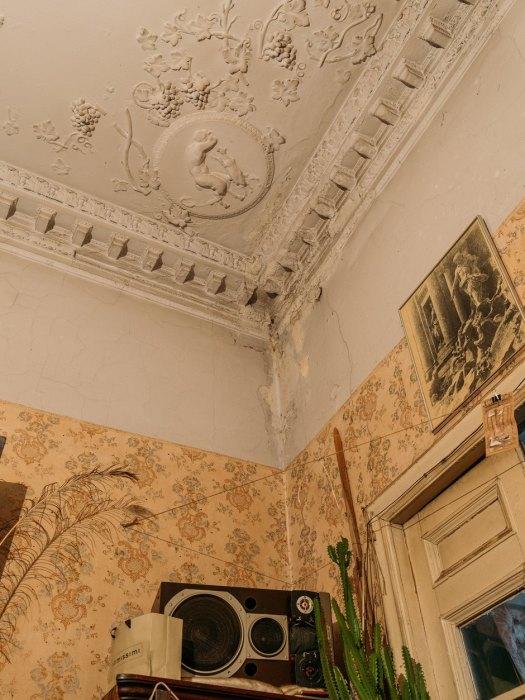 Лепнина в квартире. /Фото:the-village.ru
