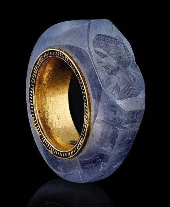 Великолепное загадодчное кольцо.
