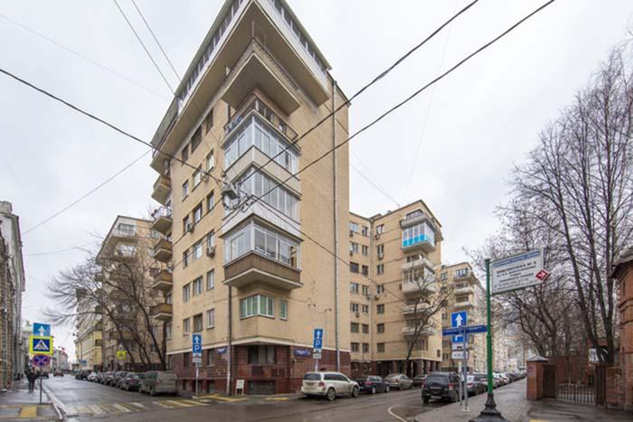 Угловые окна с балконами. /Фото:zipal.ru