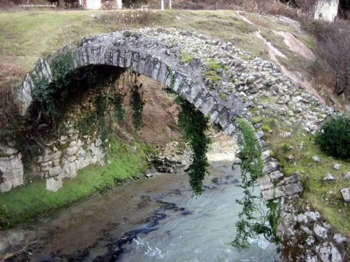 Мост имел важное стратегическое значение. /Фото:cyxymu.livejournal.com