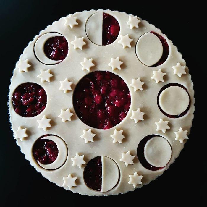 Полный цикл Луны. Пирог на стадии приготовления.