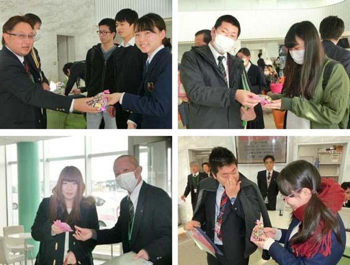 Студентки опубликовали фоторепортаж о том, как поздравили своих преподавателей в День св. Валентина. /Фото:p-tds.net