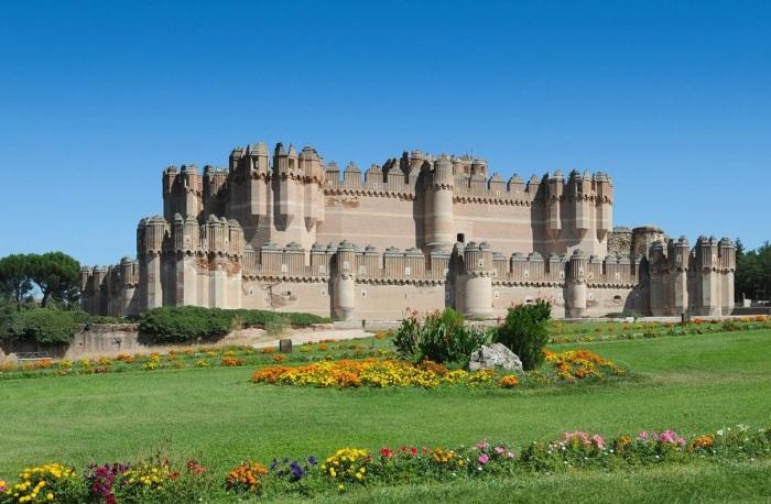 Кажется, что этот замок сделан из песка. /Фото:descubrecoca.com