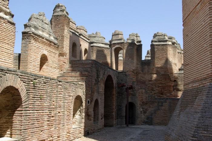 Замок в Испании можно посетить туристам.