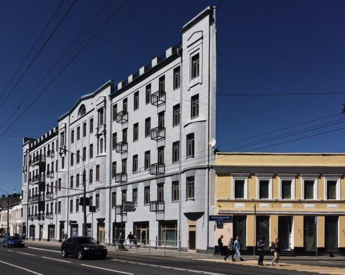 Плоский дом на Таганке. Оптическая иллюзия. /Фото:twimg.com