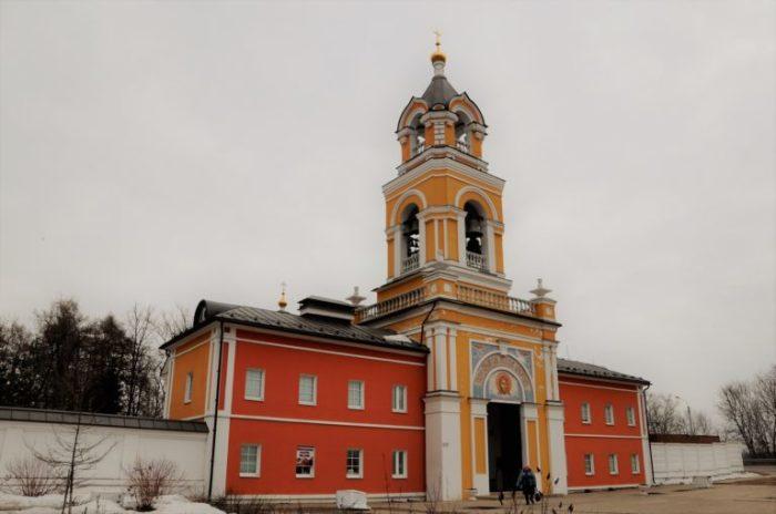 Врата монастыря в наши дни. /Фото:russo-travel.ru