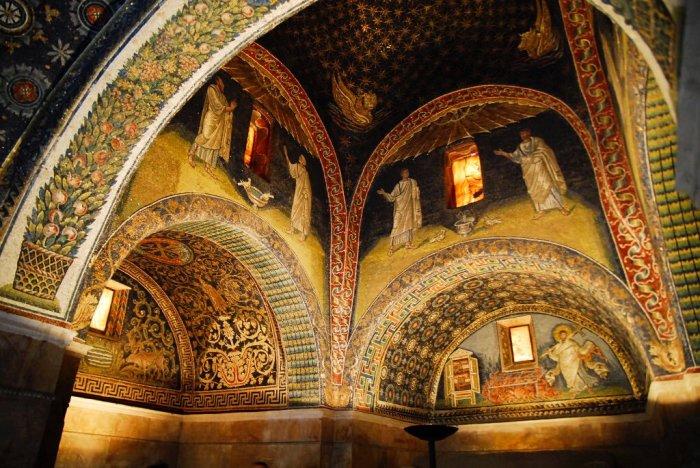 Внутри мавзолея. /Фото:twimg.com