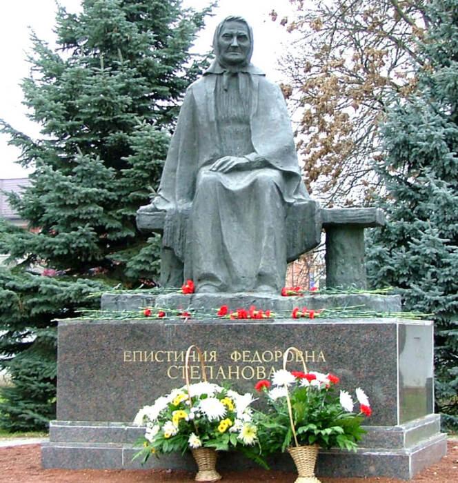 Памятник матери, которая ждет сыновей. /Фото:antispryt.ru