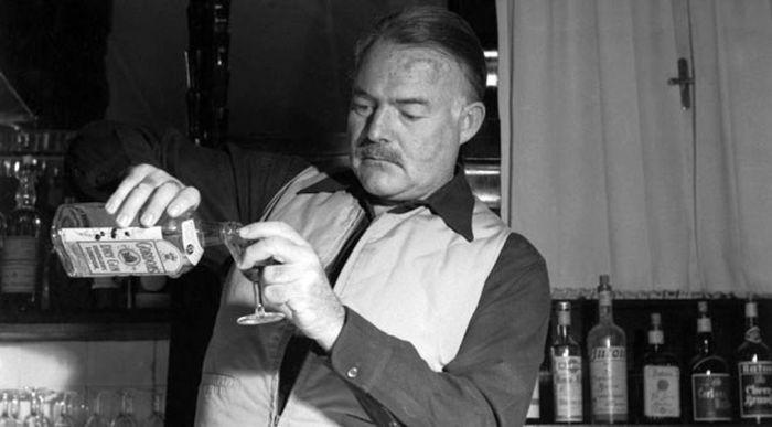 Писатель любил выпить. /Фото:prostoest.ru