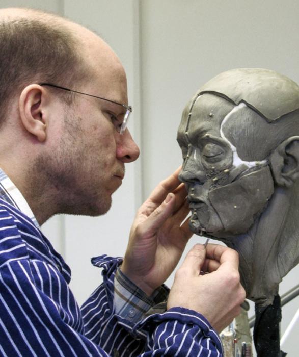 Скульптор за работой. /Фото с сайта О.Д. Нильссона