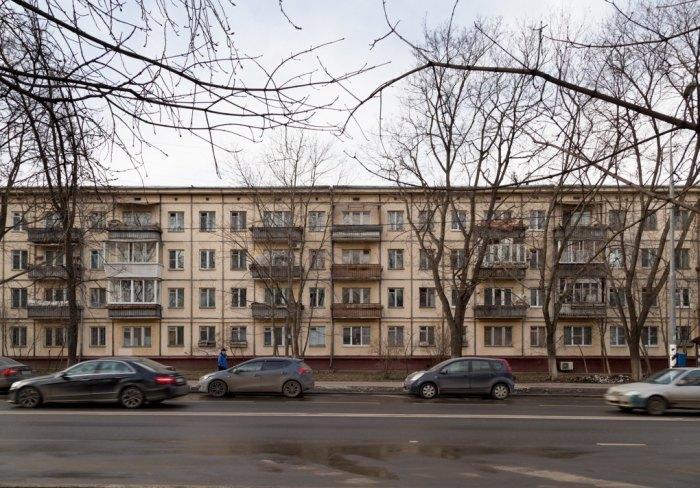 Эту обычную на вид панельку хотят отремонтировать и сохранить как память для потомков. /Фото:the-village.ru