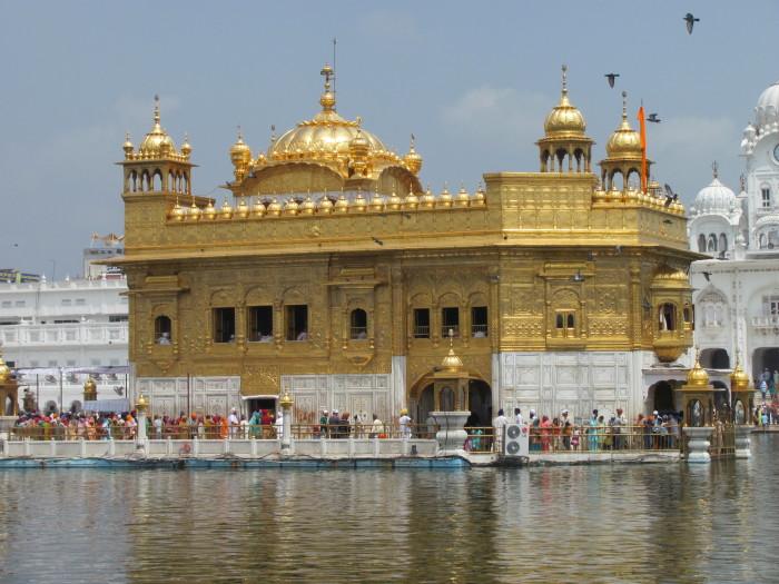 Храм покрыт настоящим золотом. /Фото:indipulse.com