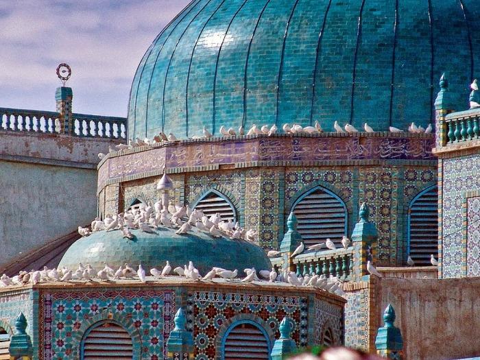 Голубое архитектурное чудо, которое облюбовали тысячи голубей. /Фото:islamicfinder
