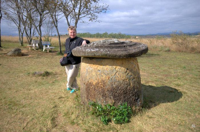 Непонятно, каким образом древние люди транспортировали столь тяжелые кувшины. /Фото:linozka.livejournal.com